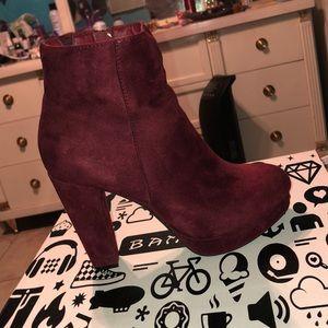 Velvet burgundy/red booties